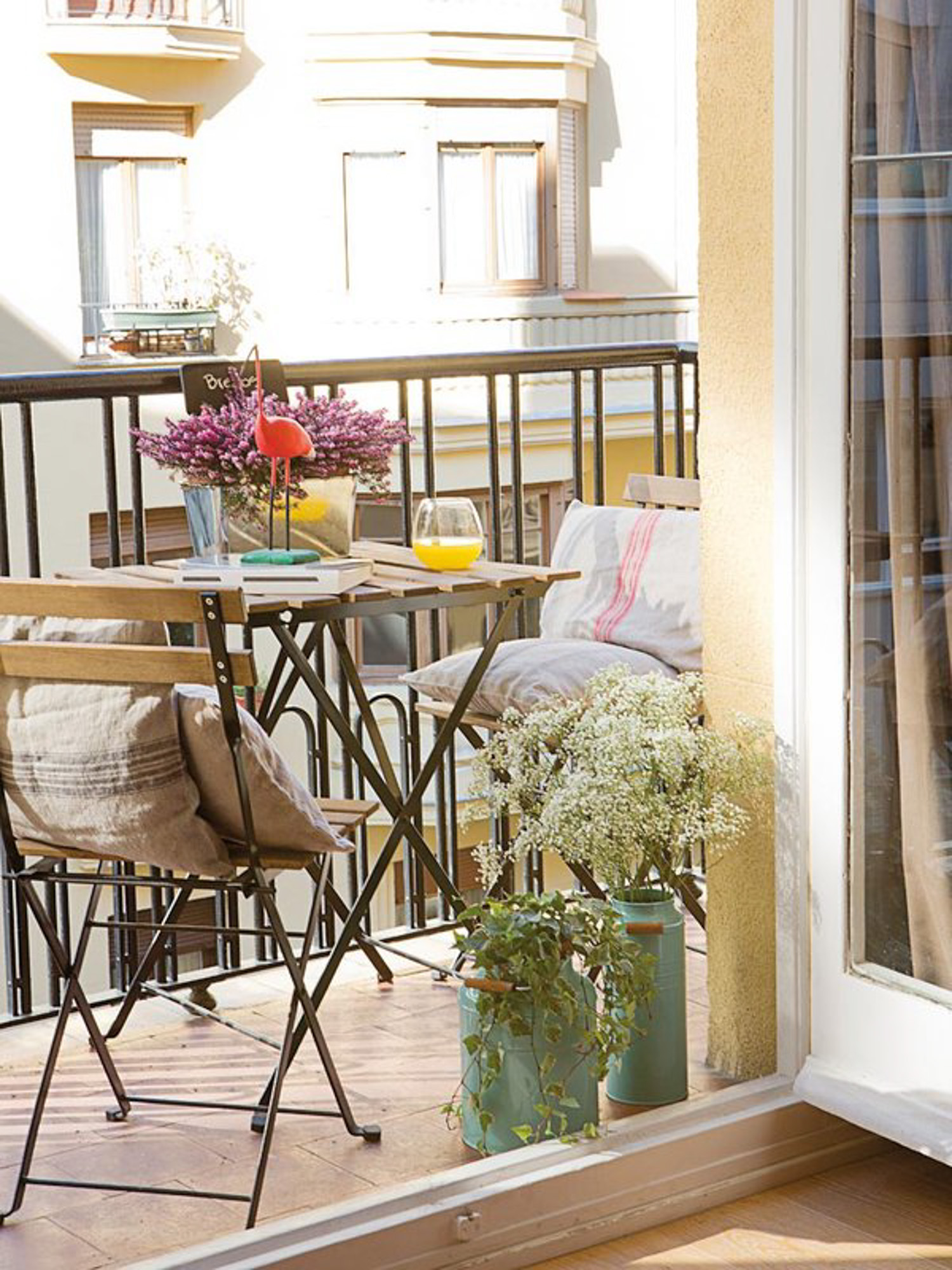 Small Balcony Apartment Rustic: Inspiration For Small Apartment Balconies In The City